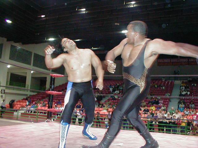 Una de las grandes riñas del Bronco fue ante Ray Gonzalez
