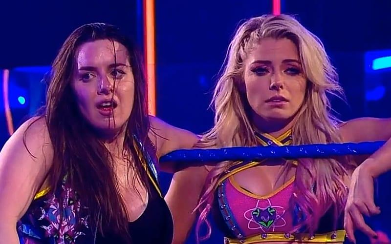 Alexa Bliss reacciona ante la pérdida de los títulos de las mujeres en WWE SmackDown_5edb9e62ea150.jpeg